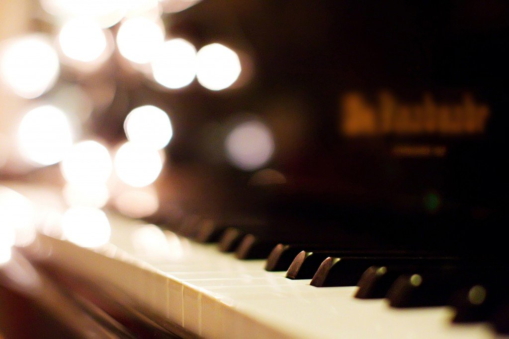 piano-keys-844583-wallpaper