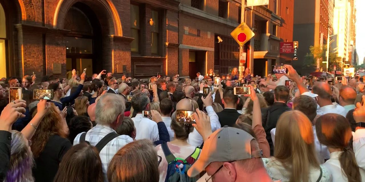 Latter-day Saint Choir Moves Concert to the Street Following New York City Power Outage